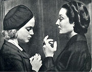 Nan Grey (as victim) and Gloria Holden (as Dracula's Daughter)